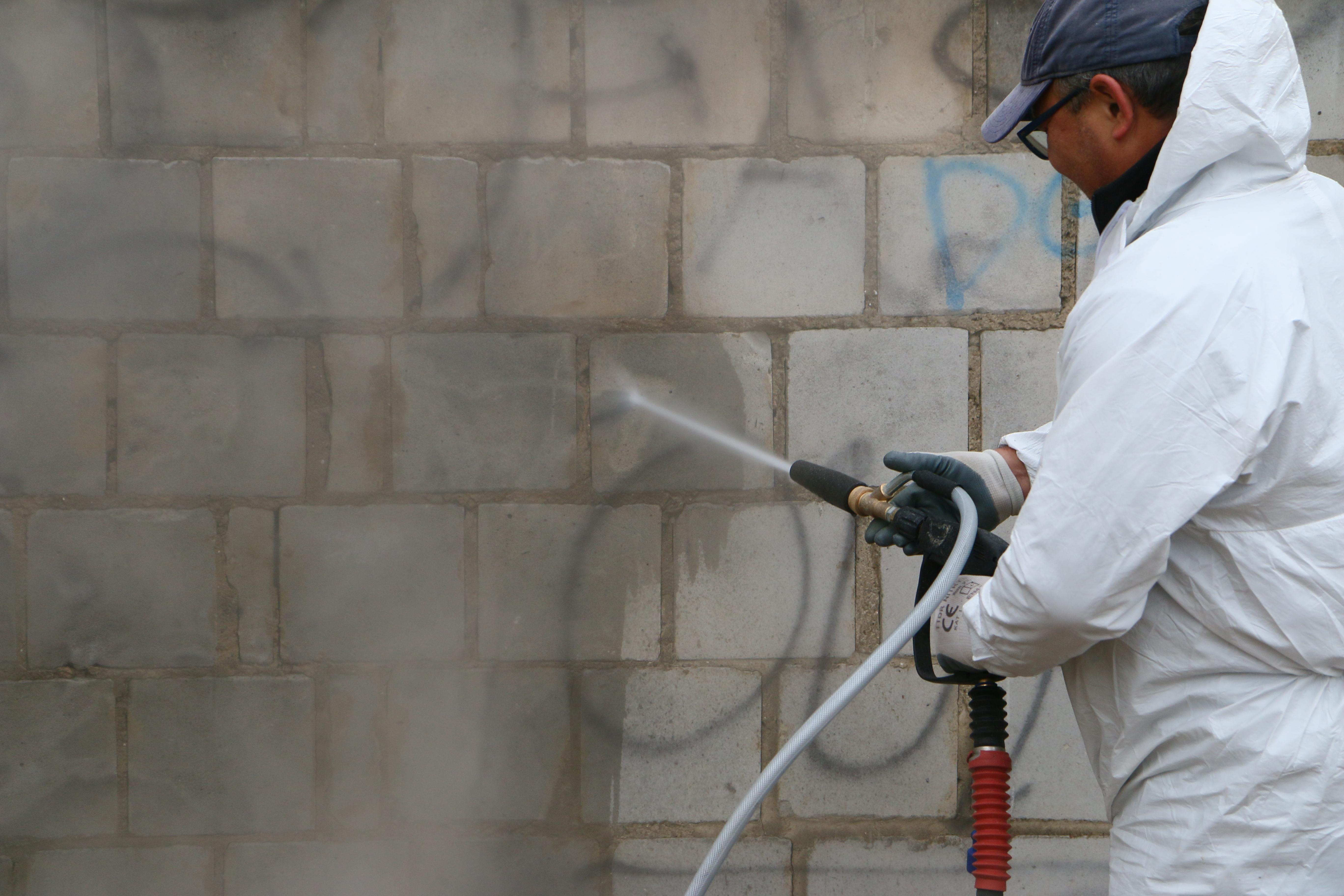 Prezentacja usuwania graffiti